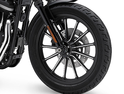 Harley Davidson Iron 883 wheels and tyre view Picture
