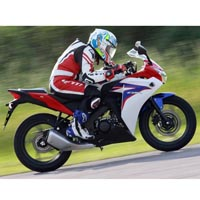 Honda CBR 150R Different Colour View 2