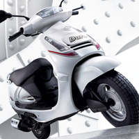 Mahindra Duro Front Cross Side View