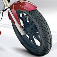 Mahindra MOJO wheels and tyre view Picture