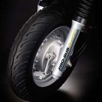 Mahindra SYM Flyte wheels and tyre view Picture