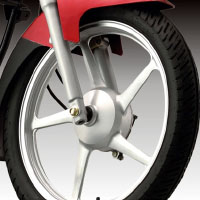 Yamaha ALBA Alloy Wheels And Tyre View